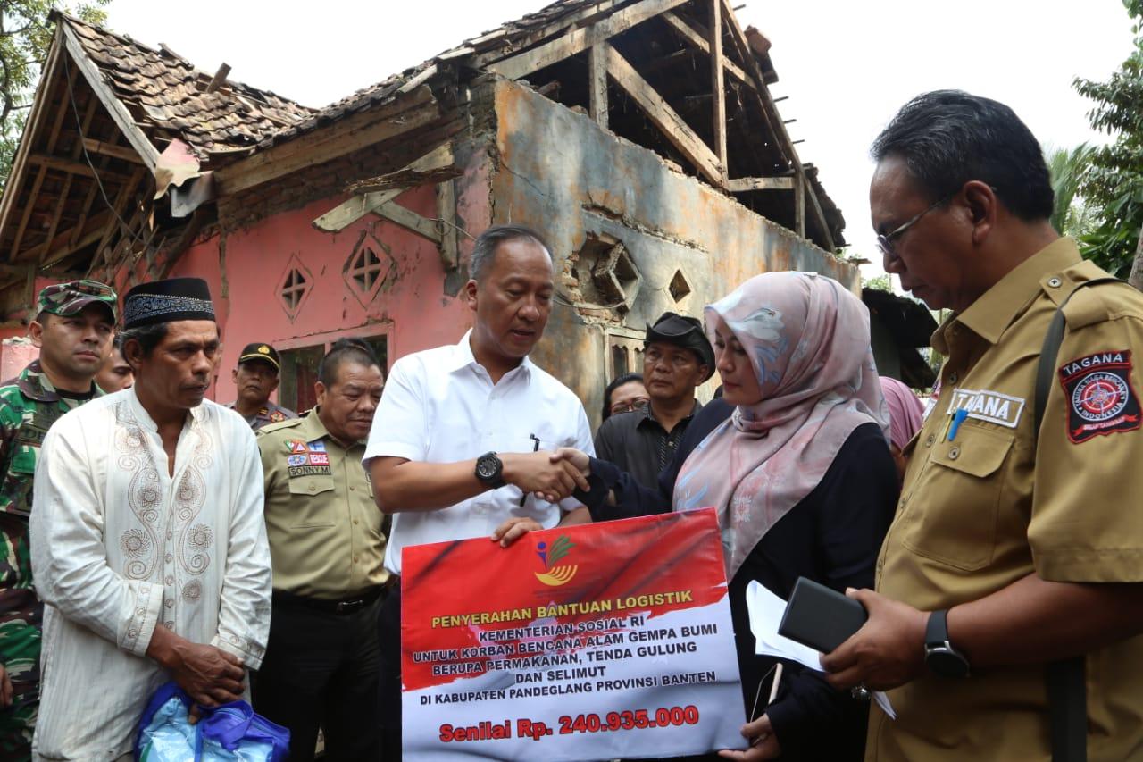 Mensos Kunjungi Korban Gempa di Pandeglang
