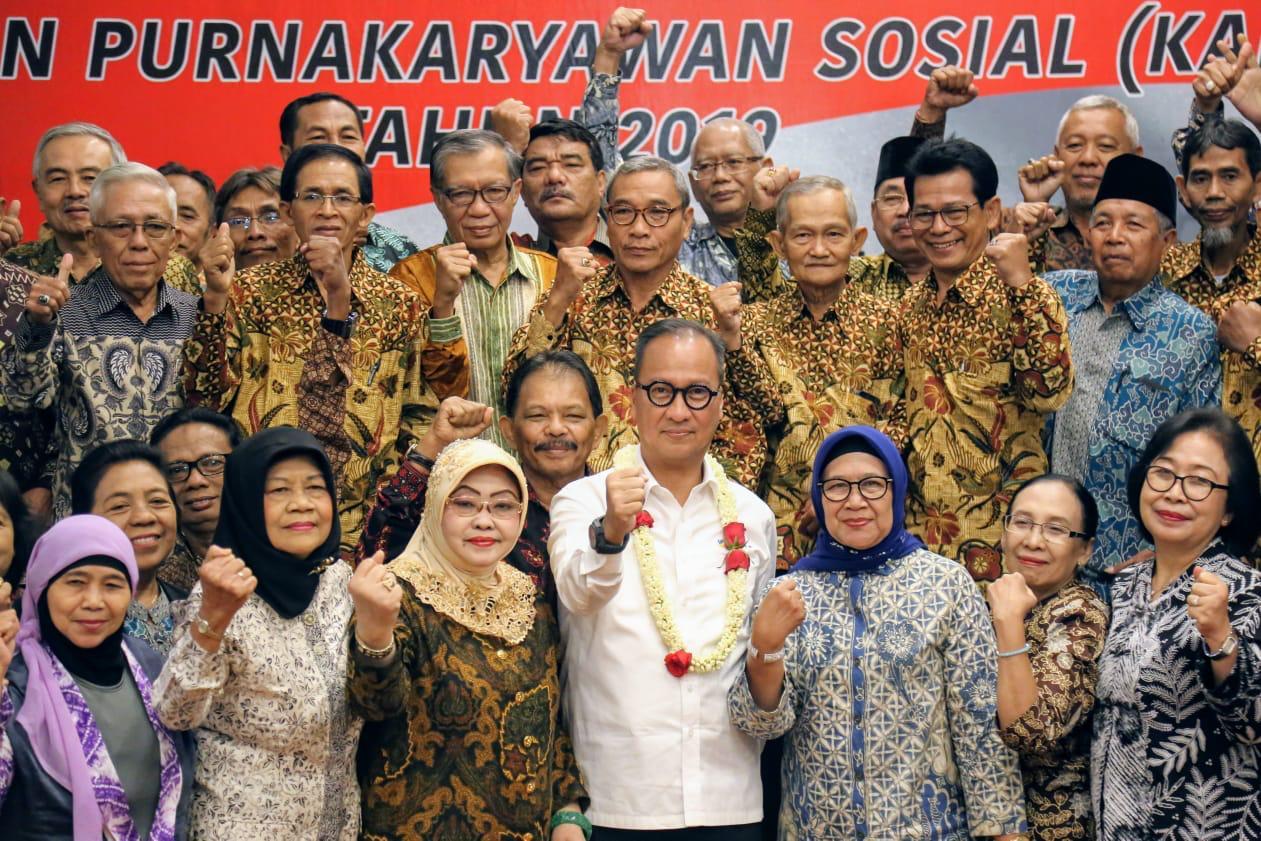 Mensos Hadiri Musyawarah Nasional Kerukunan Purnakaryawan Sosial