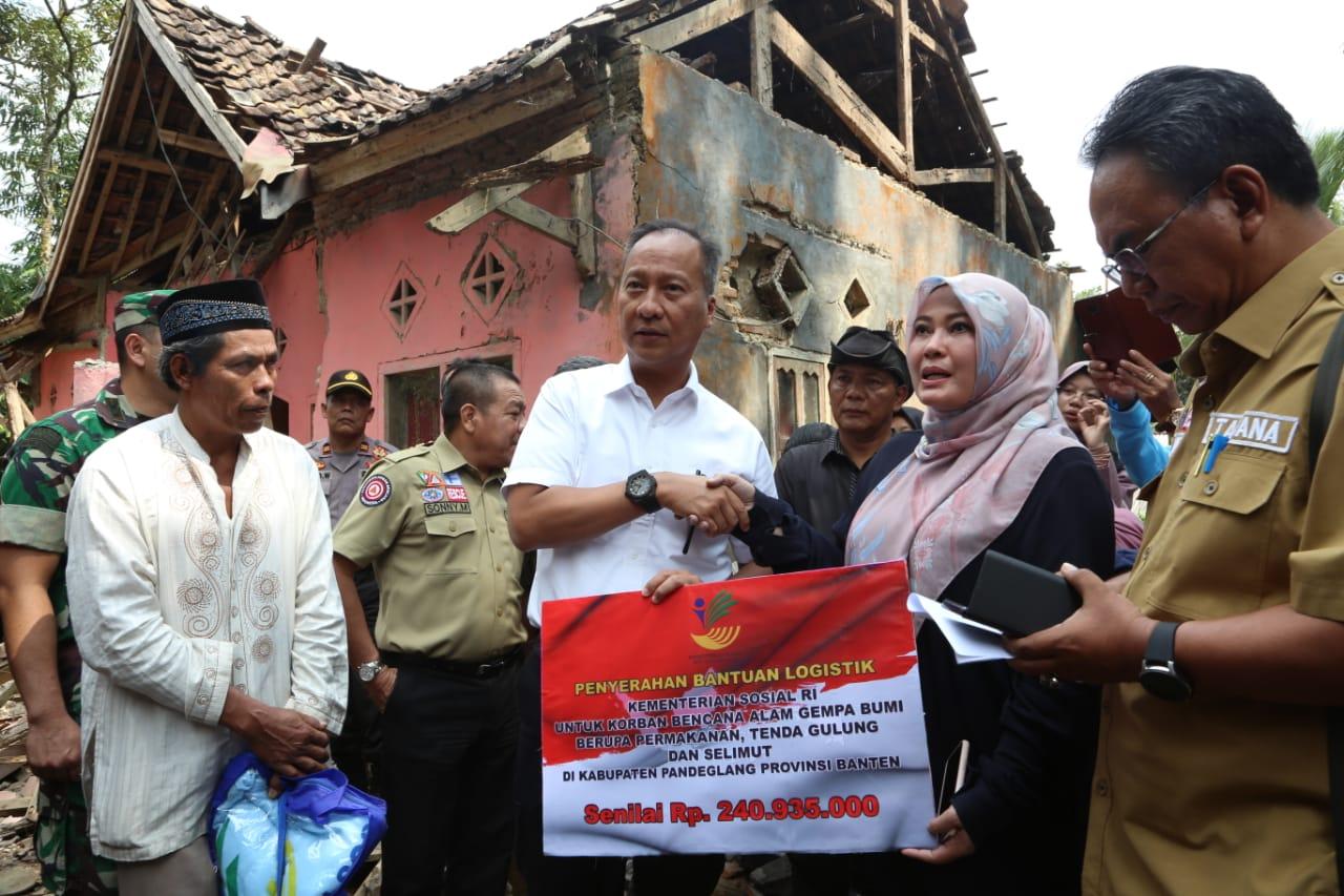 Mensos Kunjungi Warga Korban Bencana Gempa Banten