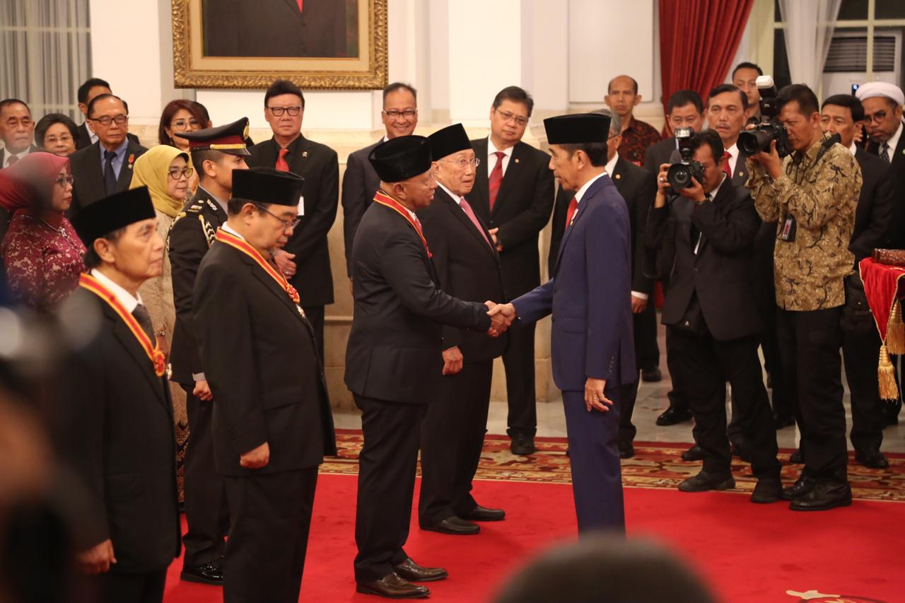 Mensos Menghadiri Upacara Penganugerahan Tanda Kehormatan Republik Indonesia