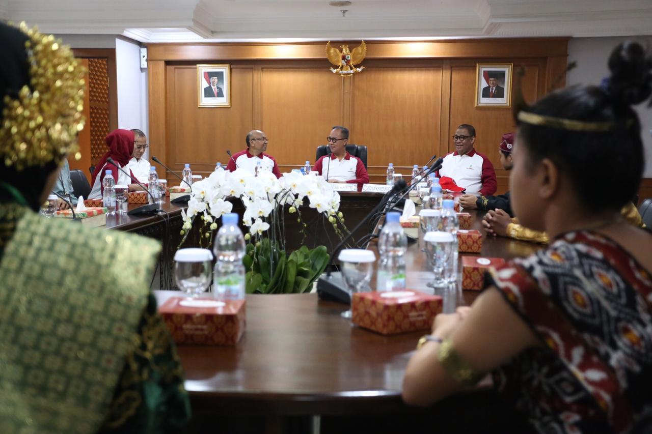 Dialog Mensos dengan 20 Anak Berprestasi dari Balai dan Mitra Kemensos