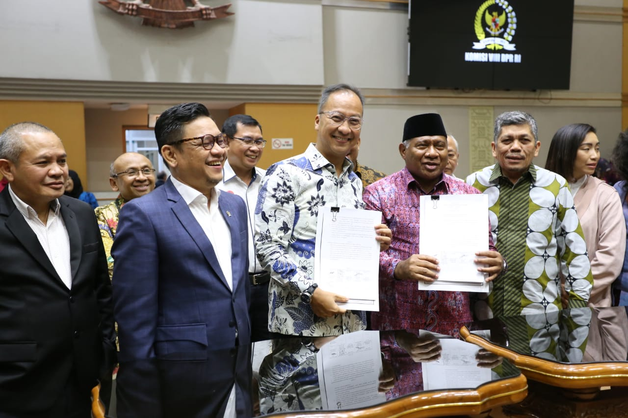 Minister of Social Affairs Attended the Social Work Draft Law Meeting with Commission VIII of the Indonesian House of Representatives