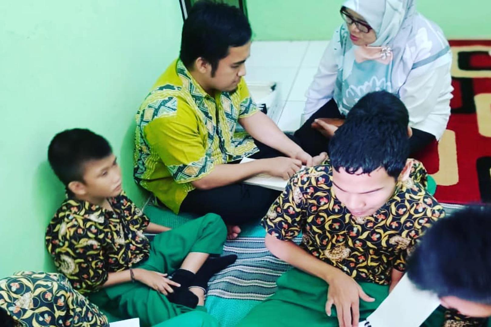 Layanan Bercerita bagi Siswa SLBA di Kabupaten Bekasi
