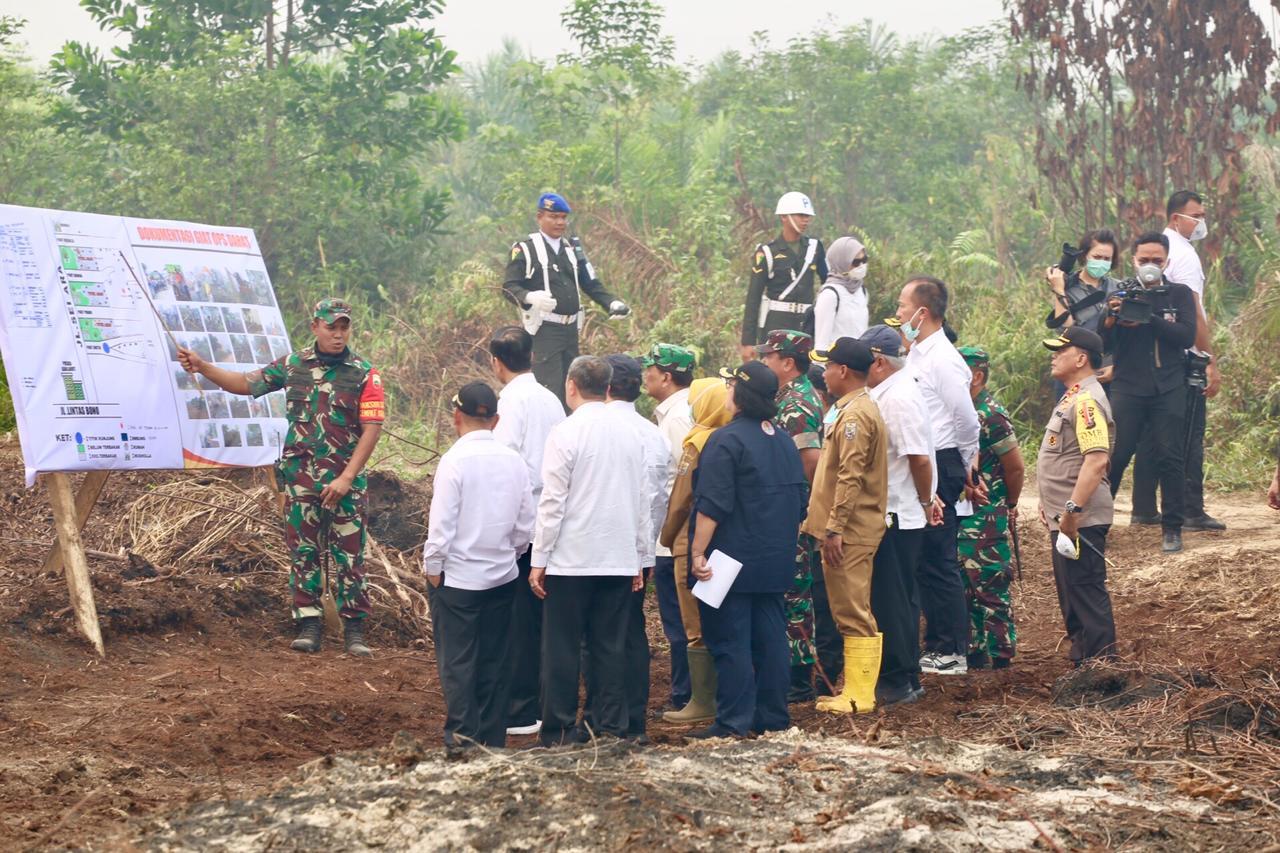 Mensos Dampingi Presiden Tinjau Lokasi Kebakaran Hutan dan Lahan