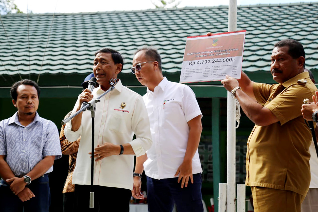 Mensos Kunjungi Daerah Korban Bencana Sosial Wamena