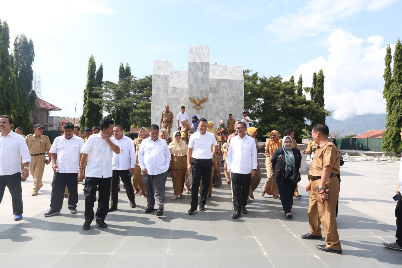 Minister of Social Affairs Visits Tatura National Heroes Cemetery