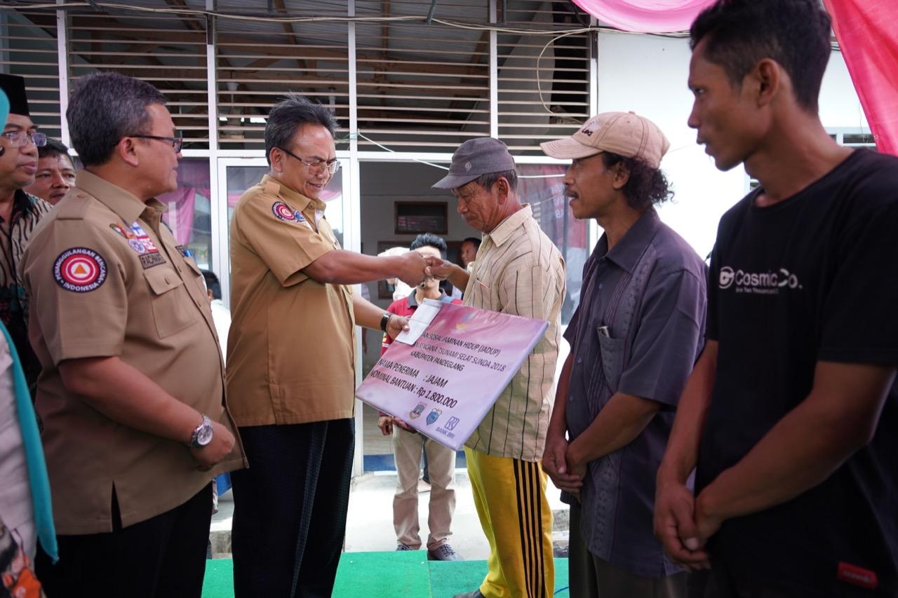 Kemensos Salurkan Bantuan Jadup Bagi Korban Bencana Tsunami di Pandeglang