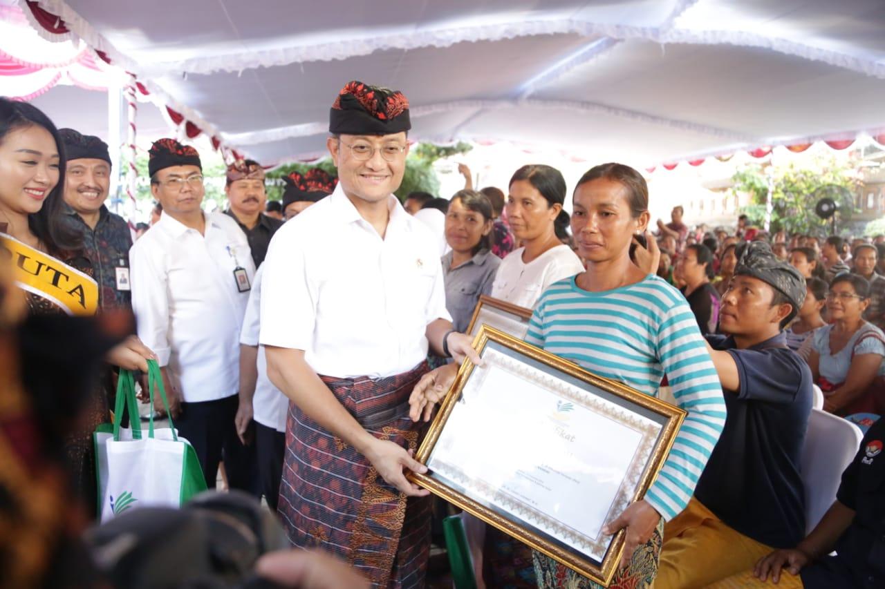 "Mensos Serahkan Bantuan Sosial di BRSPDSN ""Mahatmiya"" Bali"