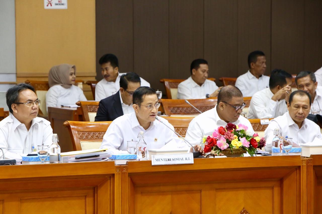 Rapat Kerja Kementerian Sosial dengan Komisi VIII DPR RI