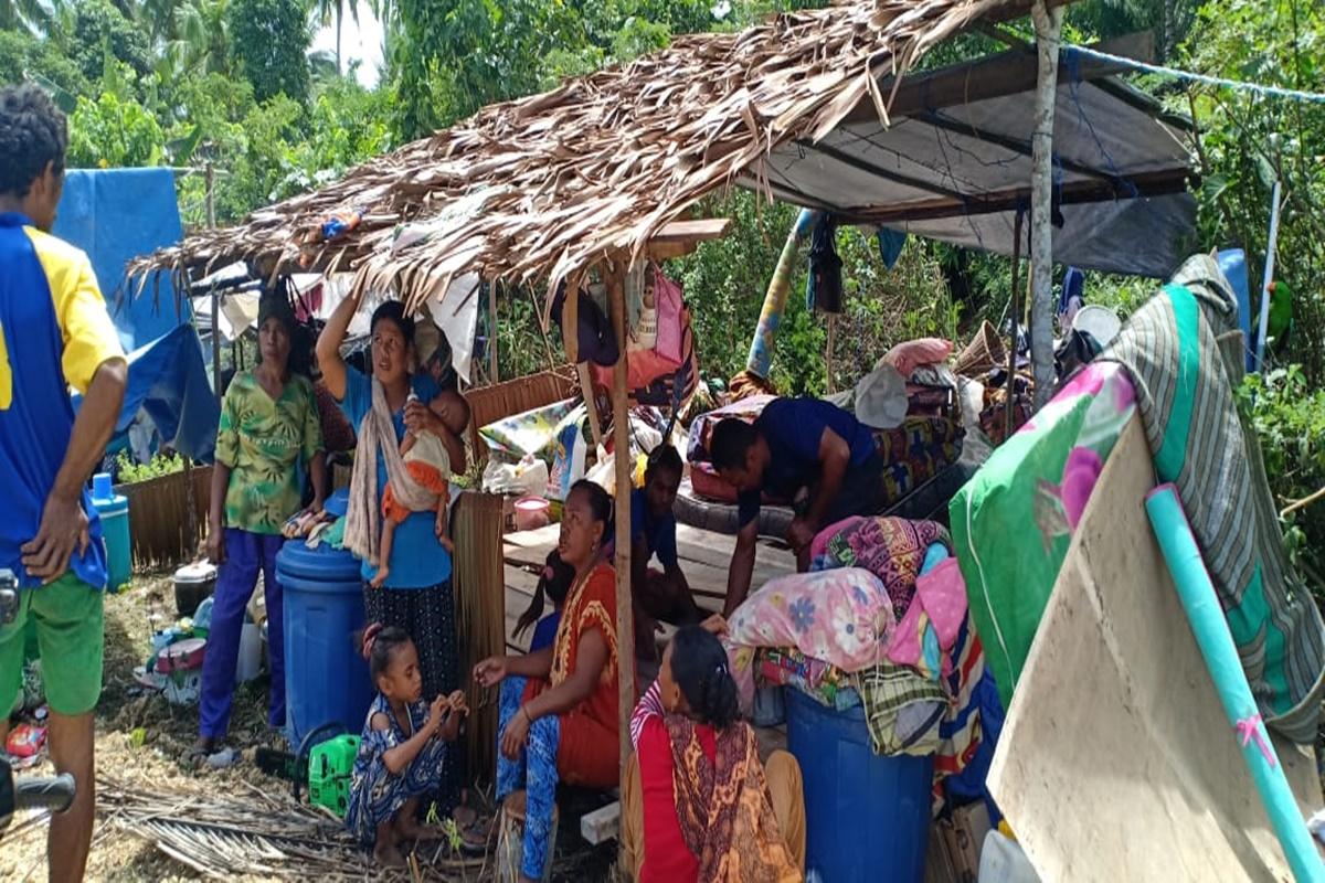 Mensos Hantarkan Bantuan Korban Bencana Gempa di Halmahera Selatan