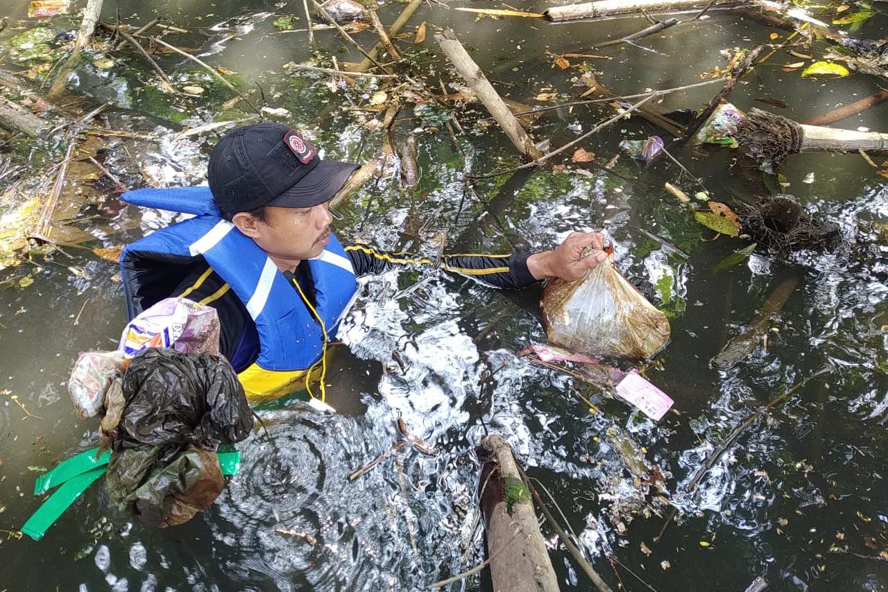 Mensos Apresiasi Aksi Tagana dan KSB Bersihkan Sungai Citonjong