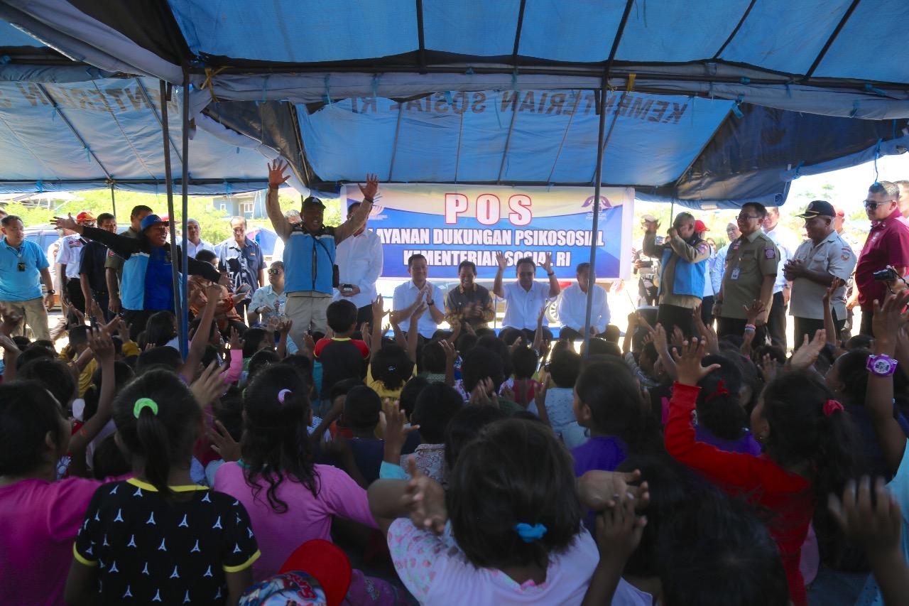 Mensos Kunjungi dan Salurkan Bantuan Bagi Korban Gempa Ambon