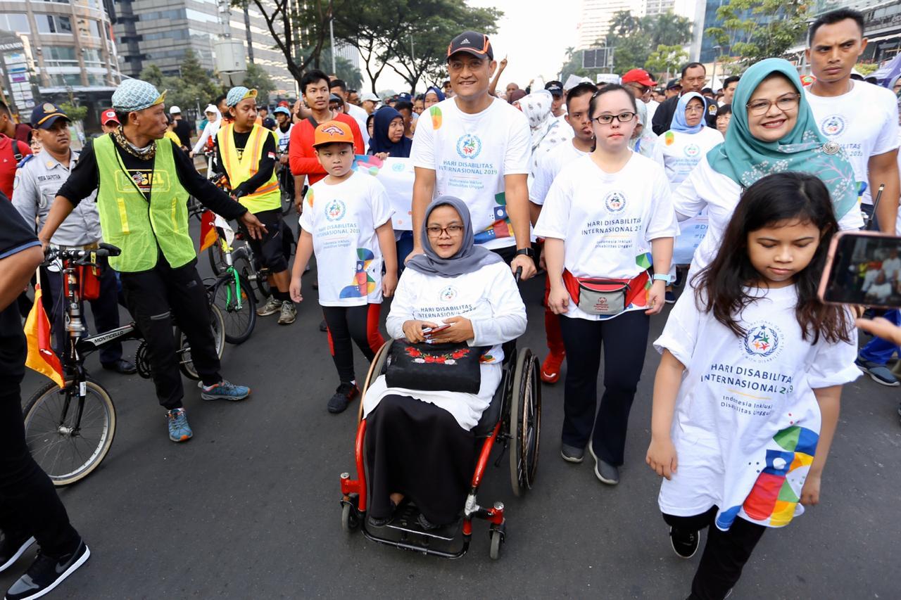 Gerak Jalan Sehat Bersama Menteri Sosial