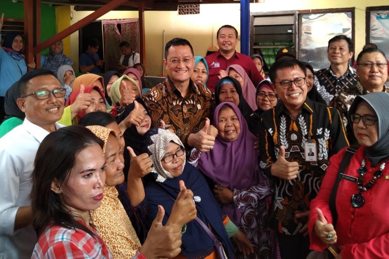 Mensos Kunjungi E-Warong KUBE dan Berdialog dengan KPM di Surabaya