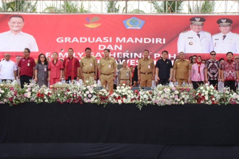 Minister of Social Affairs Graduated 5,066 KPM PKH Sejahtera in North Sulawesi