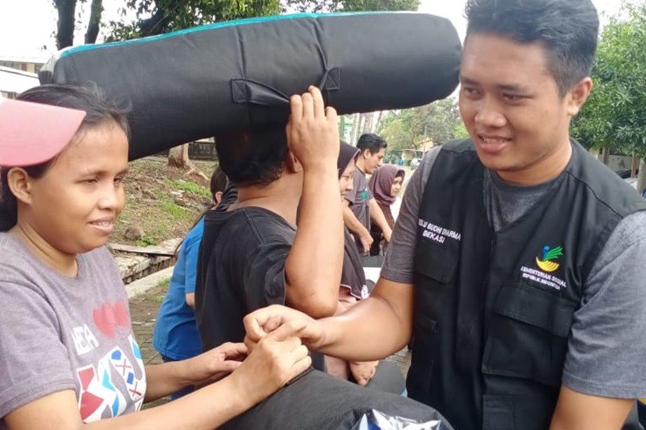 "BRSLU ""Budhi Dharma"" dan Lion Club Jakarta Monas Heritage Bantu Korban Banjir"