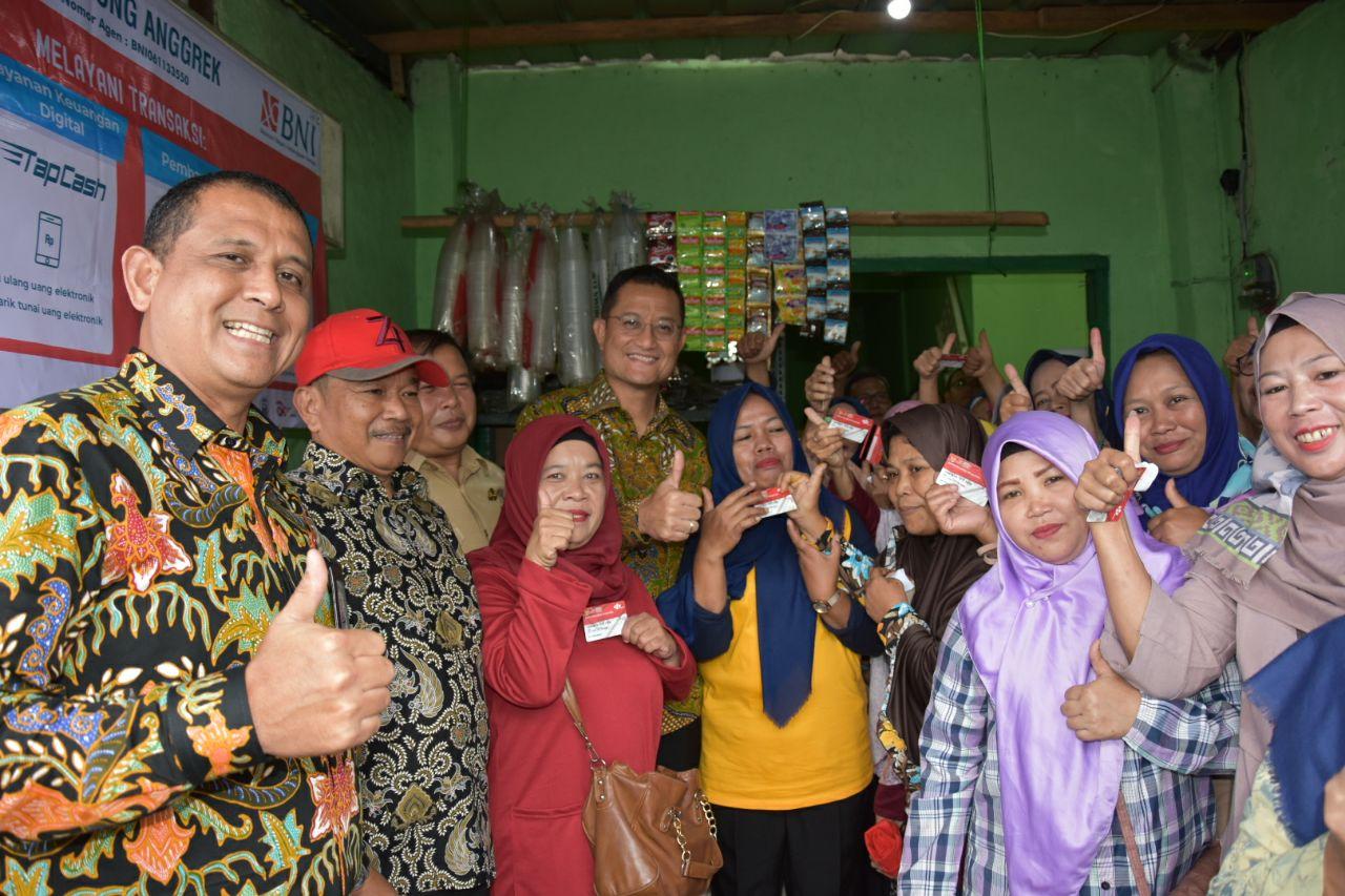 Pastikan Program Sembako Berjalan, Mensos Kunjungi Dua e-Warong di Bogor dan Cianjur