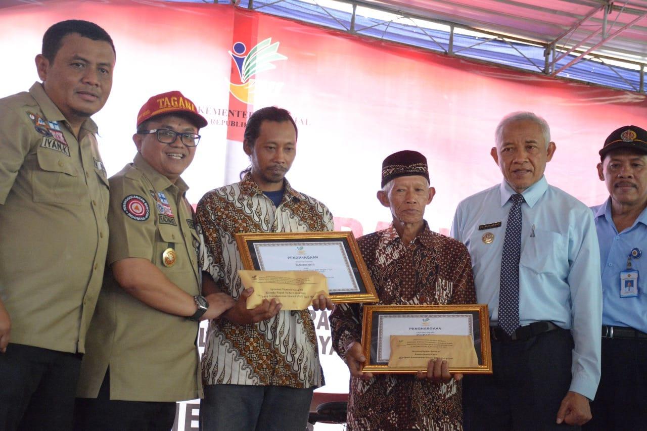 Mensos Beri Penghargaan 2 Warga Turi Penyelamat Peserta Susur Sungai