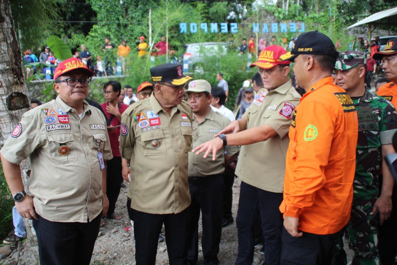Mensos Kunjungi Korban Susur Sungai SMPN 1 Turi dan Serahkan Santunan