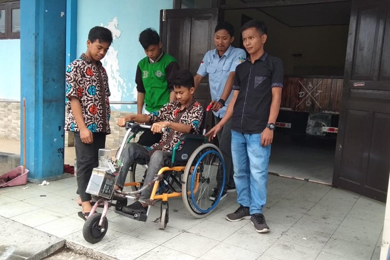 "BRSPDF ""Wirajaya"" Rancang Kursi Roda Elektrik"