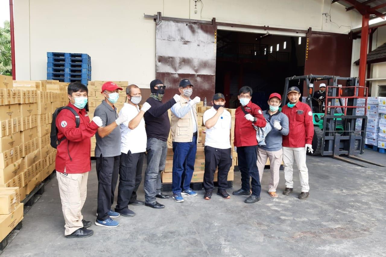 Respon Dampak COVID-19, Kemensos Berikan Bantuan Sembako untuk Lansia
