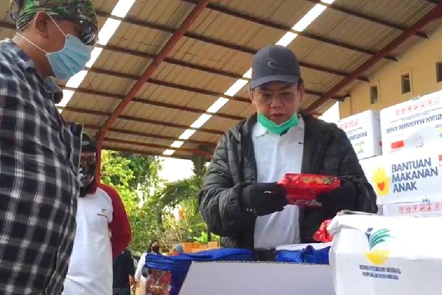 Kemensos Salurkan 12.350 Paket Sembako untuk 5 Klaster Rehsos