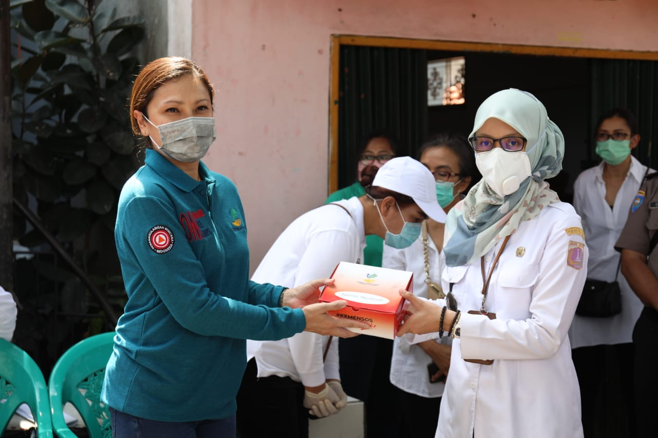 Kemensos Salurkan Paket Sembako untuk Warga Terdampak COVID-19 di DKI Jakarta