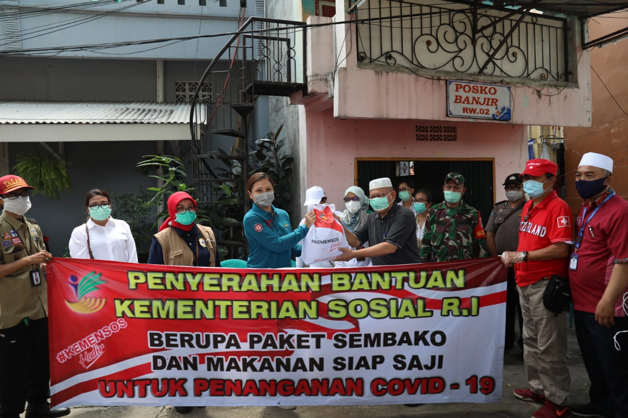Kemensos Salurkan 1.675 Paket Sembako untuk Warga Terdampak COVID-19