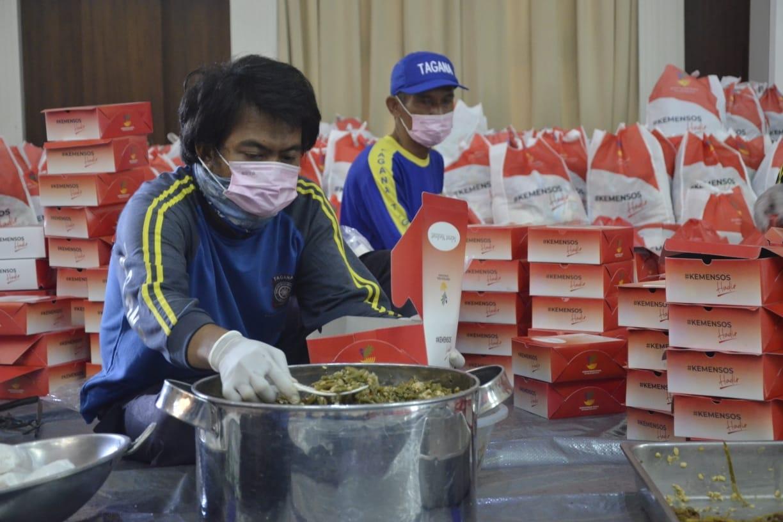 Kemensos Salurkan 200 Ribu Sembako dan Makanan Siap Saji Kepada ODP dan PDP COVID-19