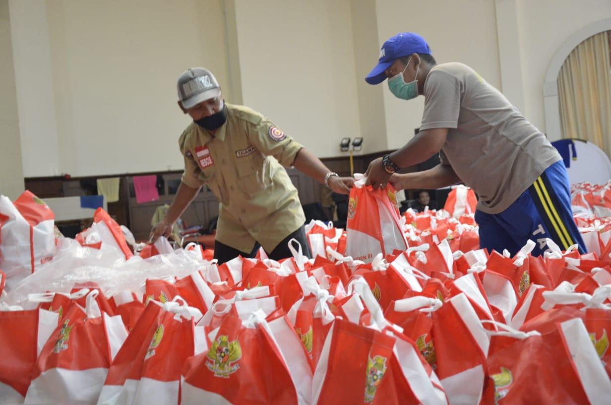 Kemensos Tambah 100.000 Paket Sembako dan Makanan Bagi Warga Terdampak COVID-19