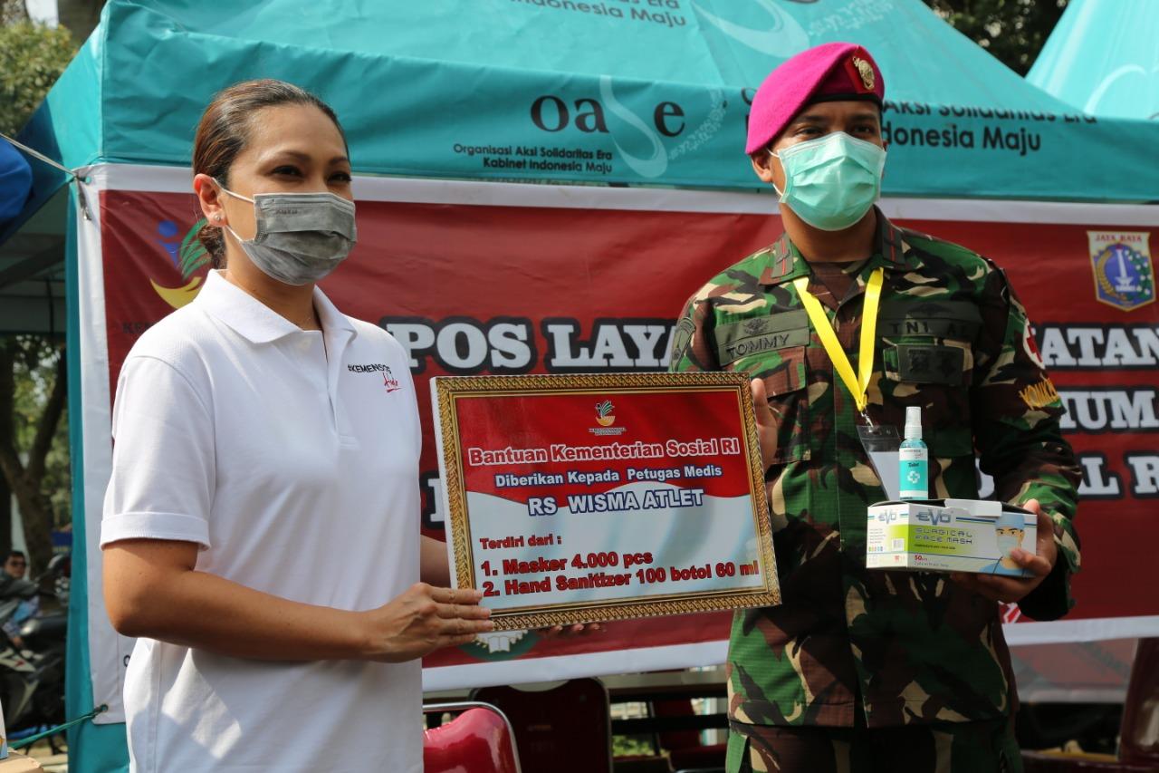 Bantu Garda Terdepan Penanganan COVID-19, Kemensos Salurkan APD