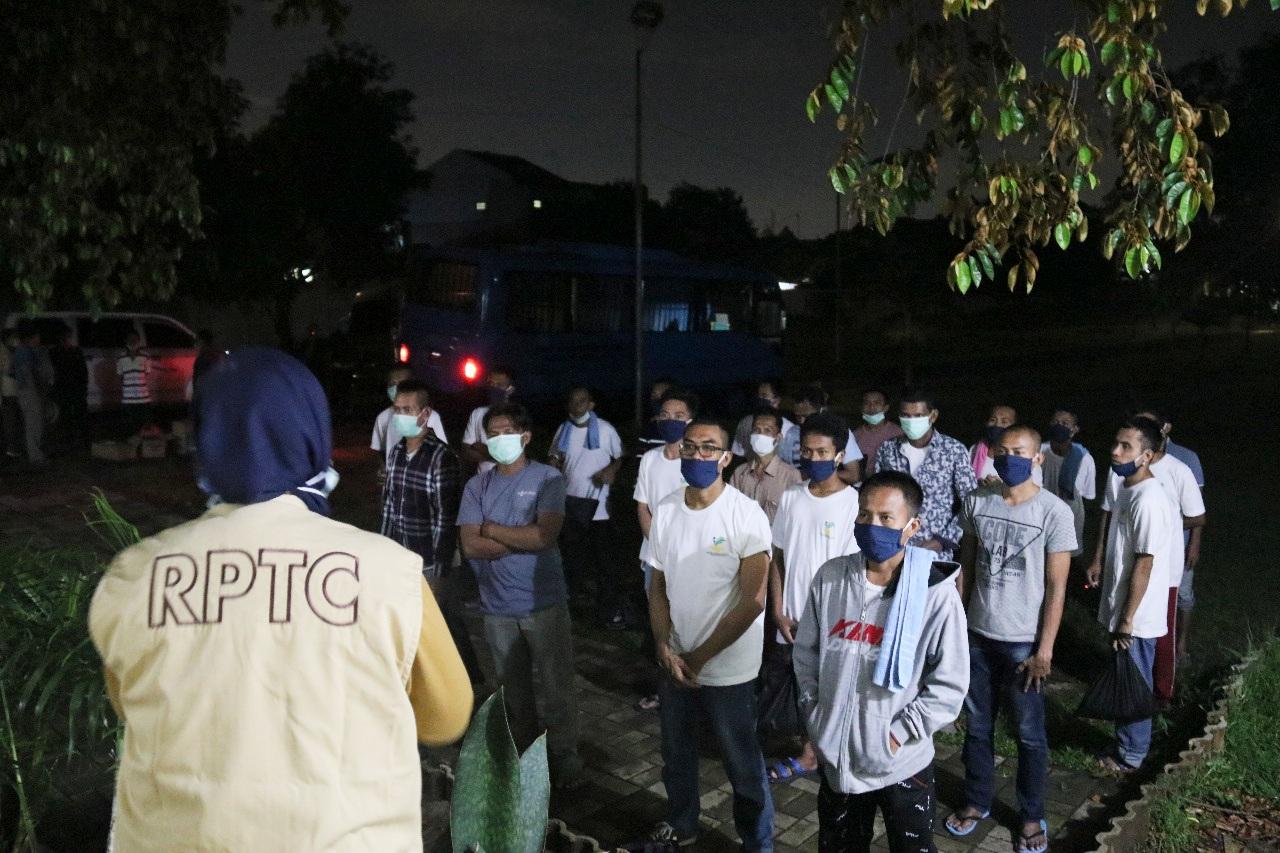 """Hasil """"Rapid Test"""" COVID-19 Negatif, 51 Pekerja Migran Indonesia Dipulangkan Kemensos"""