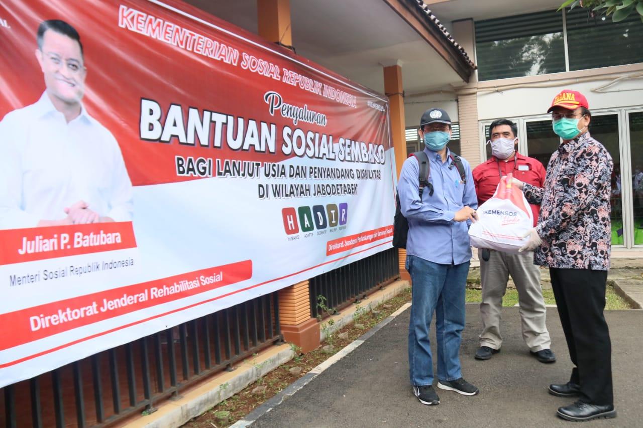 Merespon Pandemik COVID-19, Kemensos Salurkan Bantuan Sembako