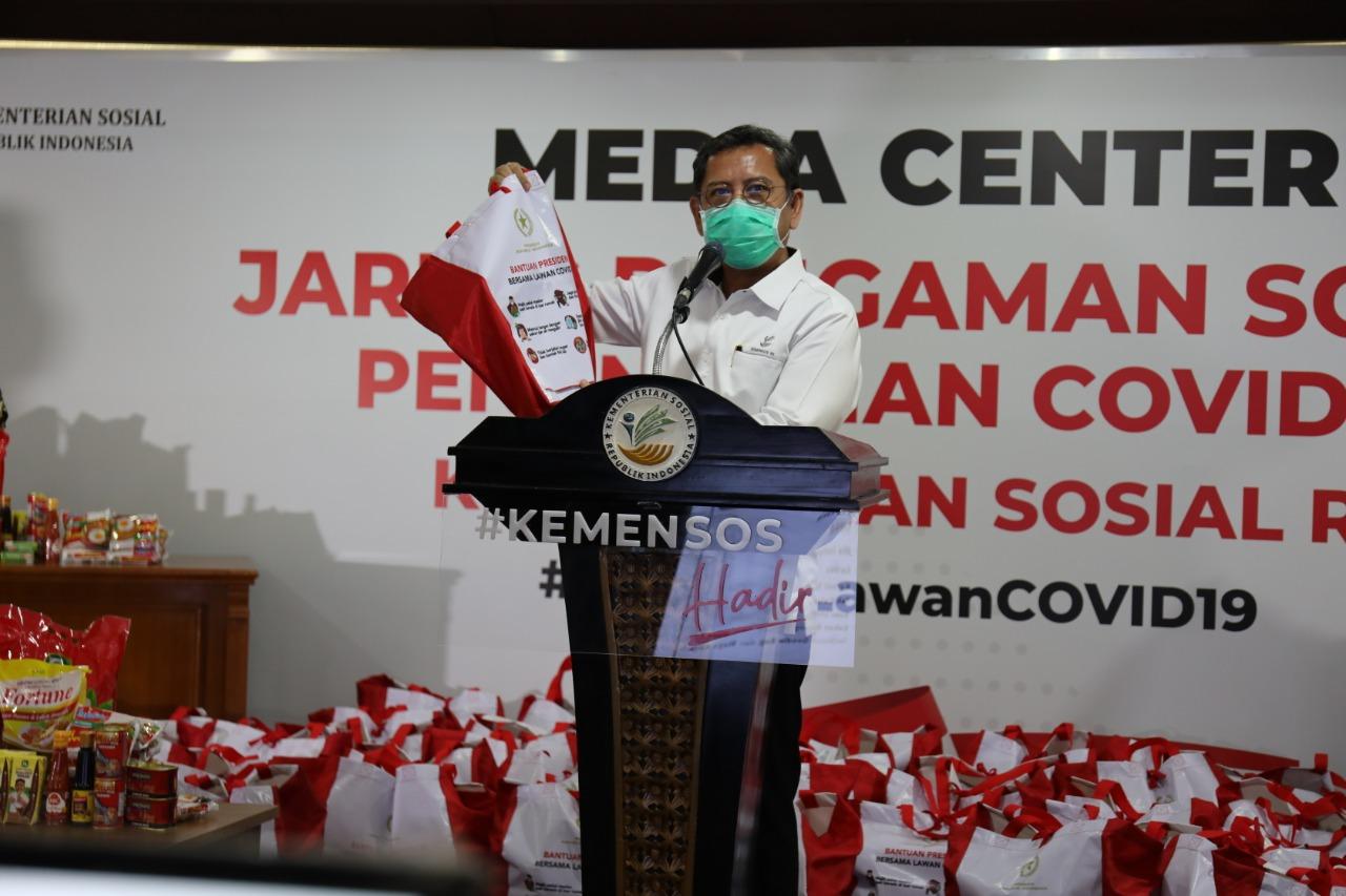 Kemensos Salurkan Bantuan Sembako dari Presiden RI dalam Rangka Penanganan COVID-19