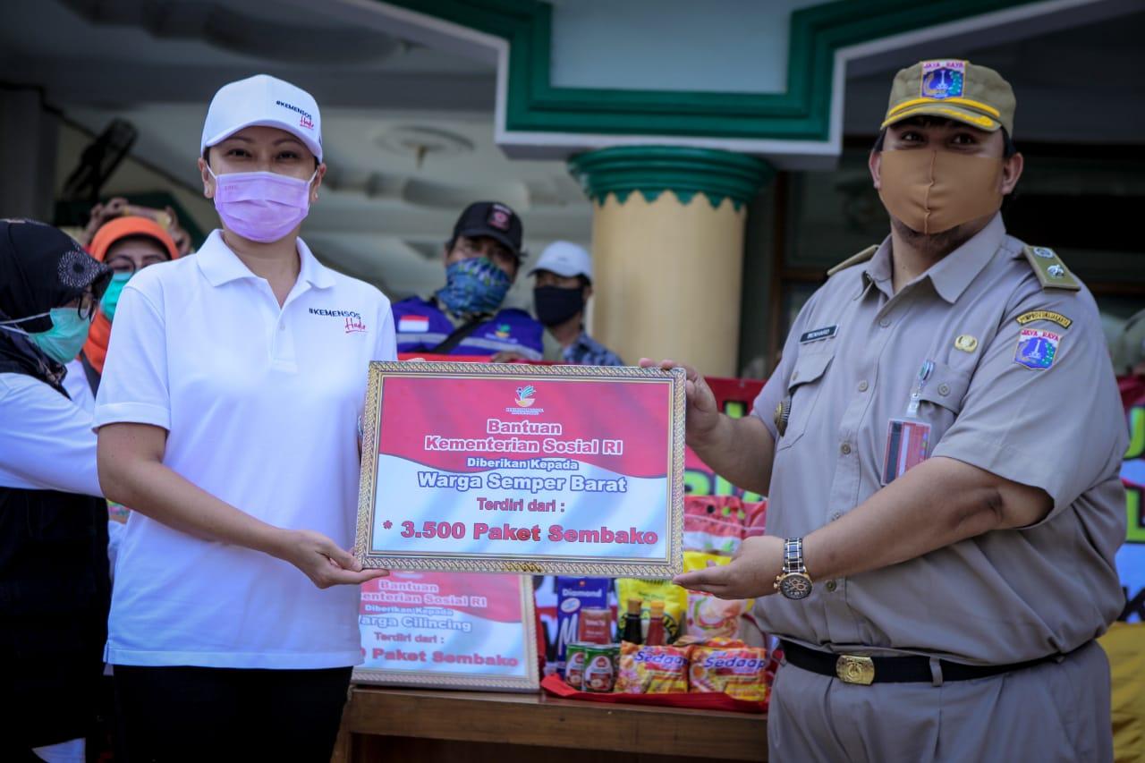 Kemensos Salurkan 5.000 Paket Sembako untuk Lansia dan Pekerja Sektor Informal