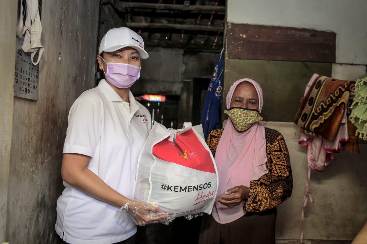 Bantuan Sembako Kemensos Diterima, Warga Cilincing Berterima Kasih
