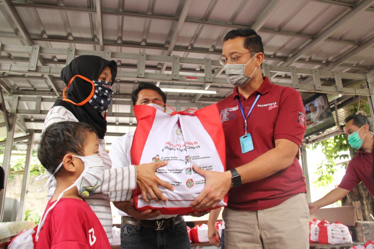 Mensos Tinjau Langsung Penyaluran Sembako di Beberapa Wilayah DKI Jakarta