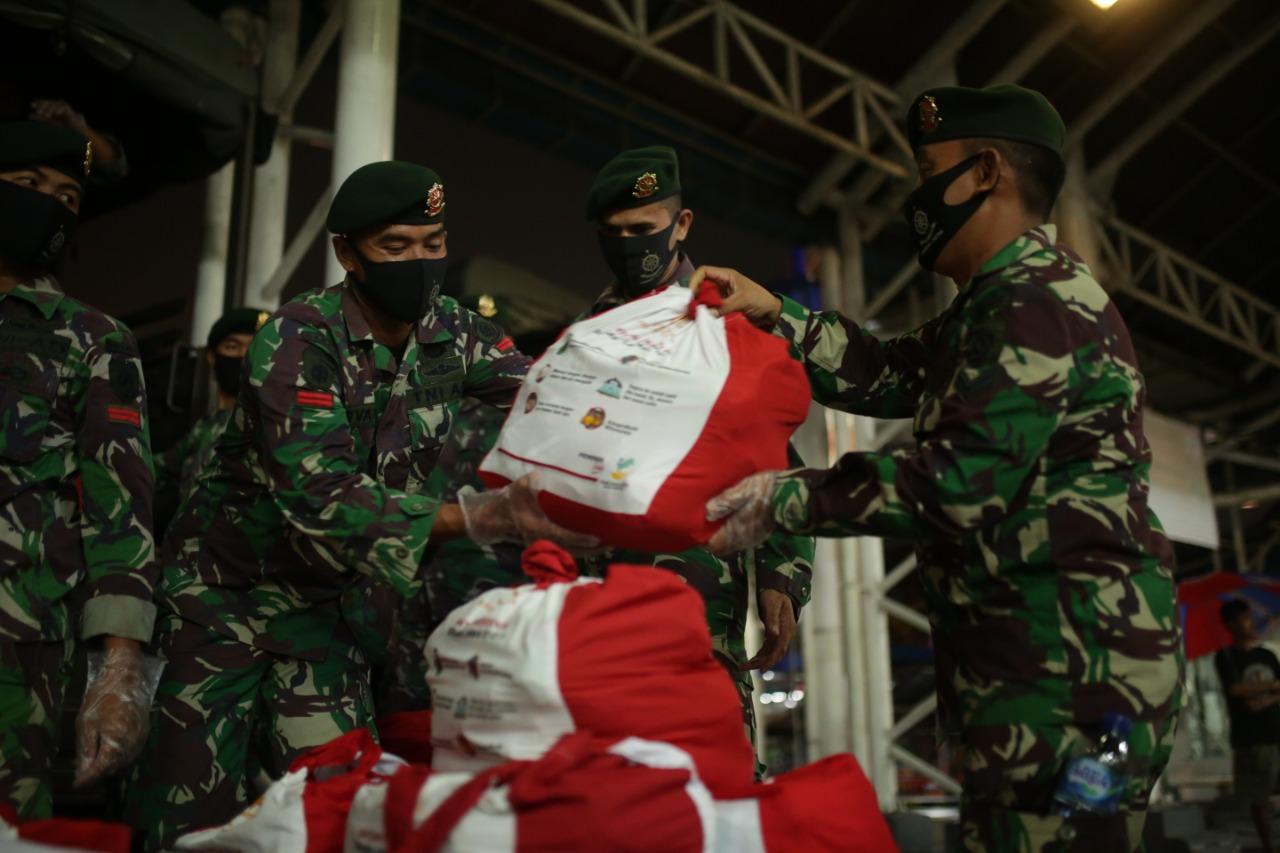 TNI Bantu Distribusi Sembako Kemensos