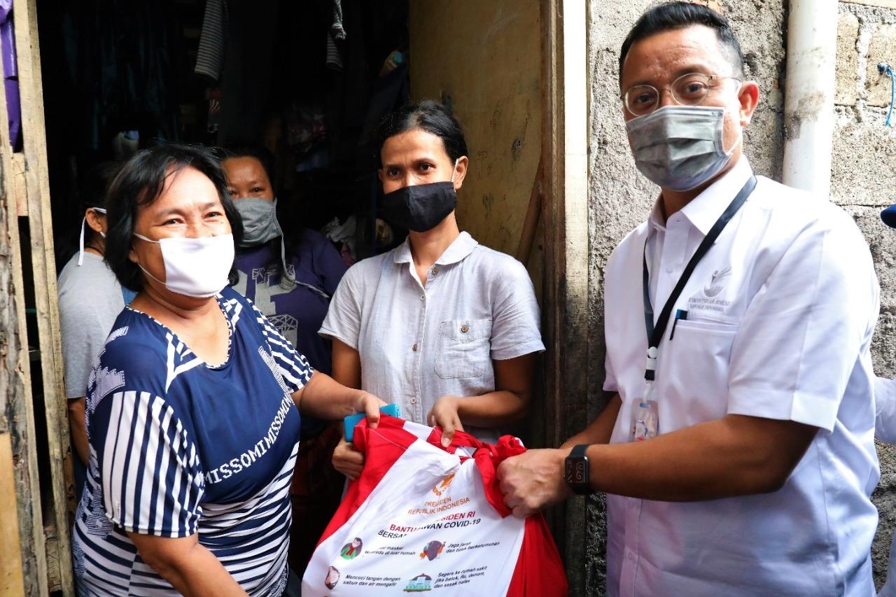 Mensos Apresiasi Penerima Bantuan yang Sudi Berbagi dengan Tetangga