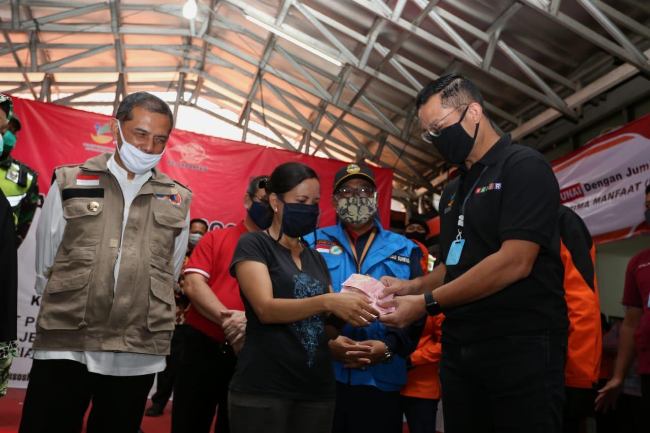 Mensos Tinjau Pembagian BST di Cimahi