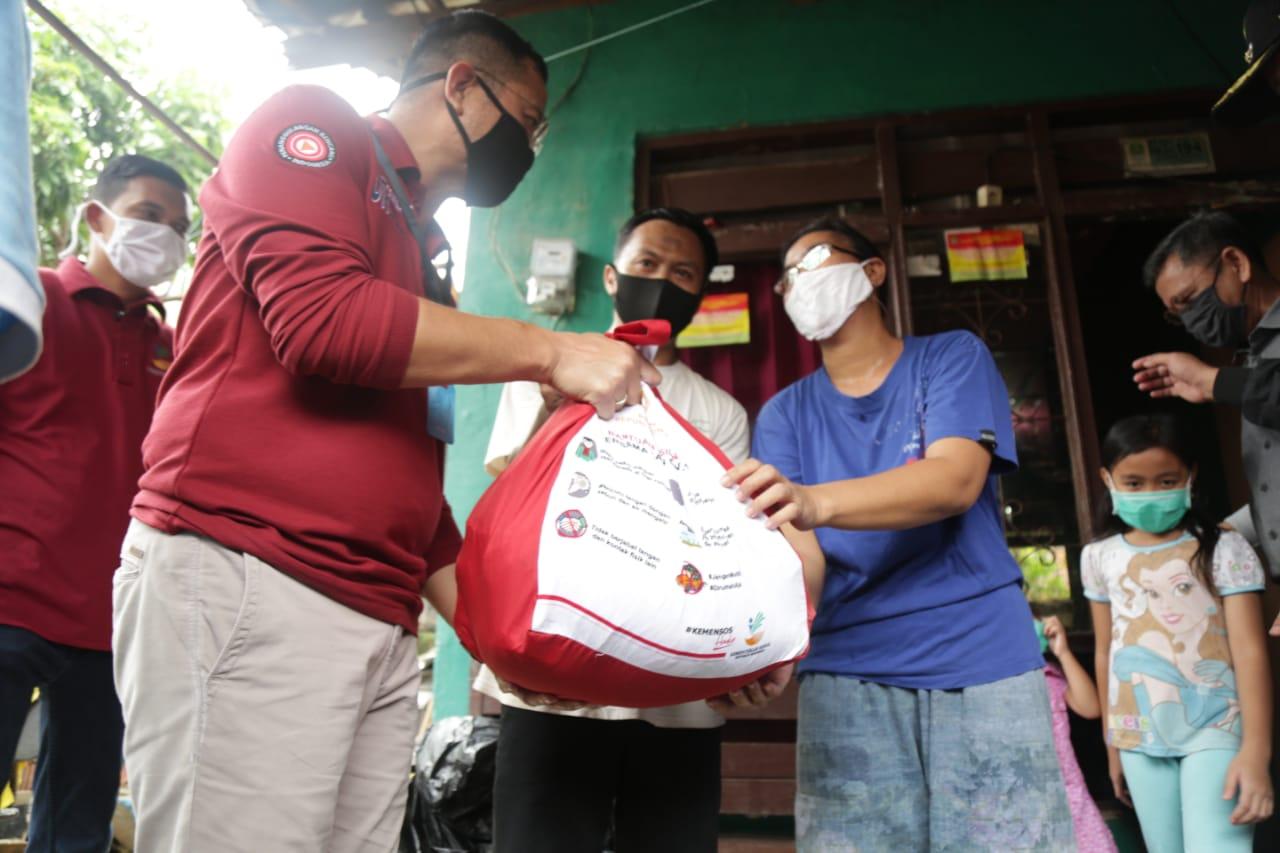Mensos Juliari Salurkan 190 Ribu Paket Sembako untuk Kota Bekasi
