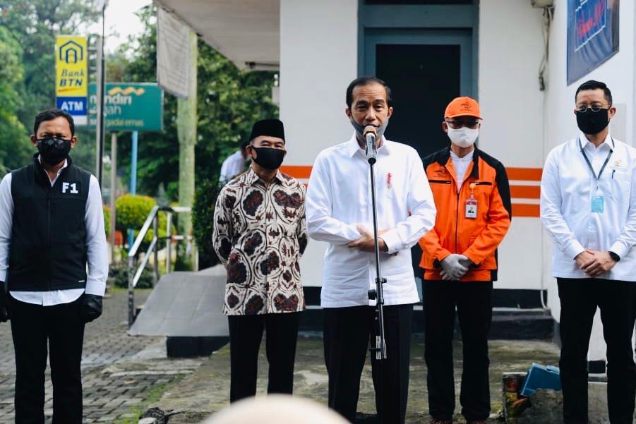 Presiden Jokowi Tinjau Penyaluran BST di Bogor
