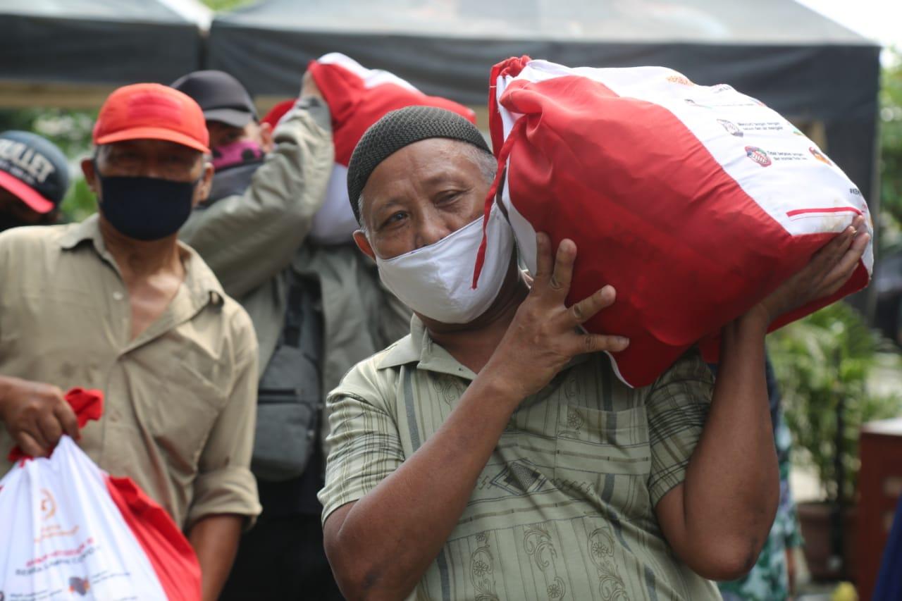 70.224 Residents of Bogor Regency Receive Grocery
