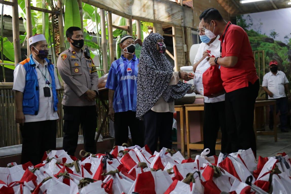 Mensos Distribusikan Bansos di 2 Wilayah Tangerang Selatan
