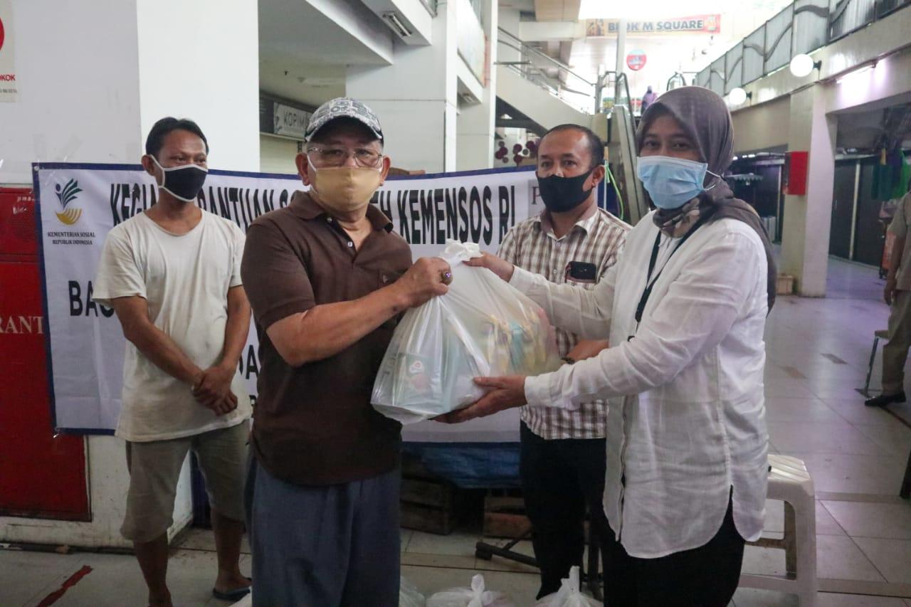 Kerjasama dengan Perhimpunan Pedagang Blok M Bantu Masyarakat