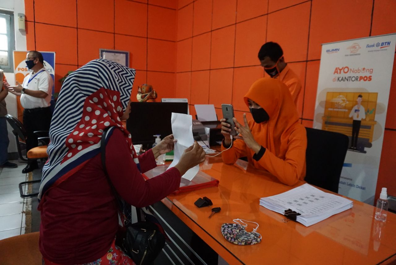 Director General of Poor People Handling Monitors and Supervises BST Distribution in West Java