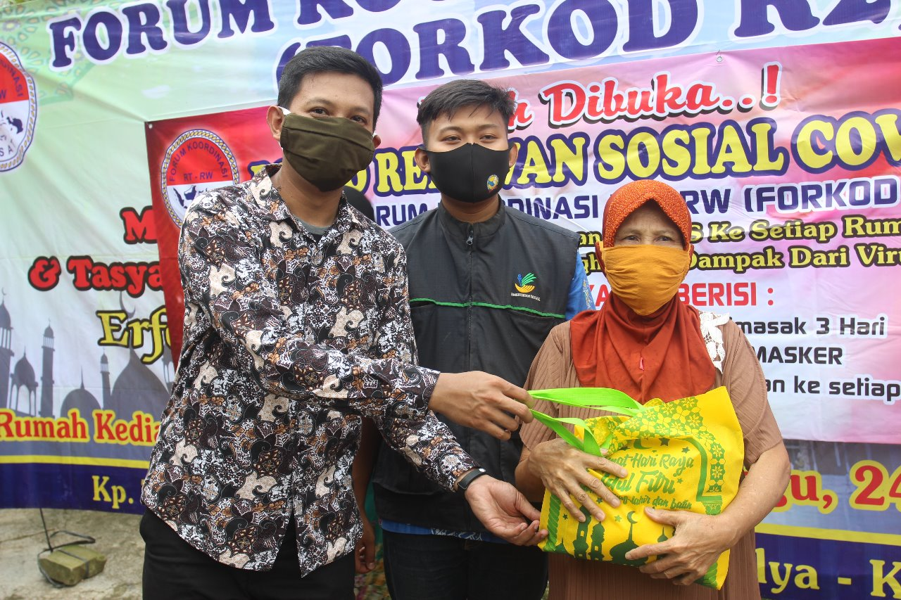 Ministry of Social Affairs and Forkor R2 Distributes Social Assistan