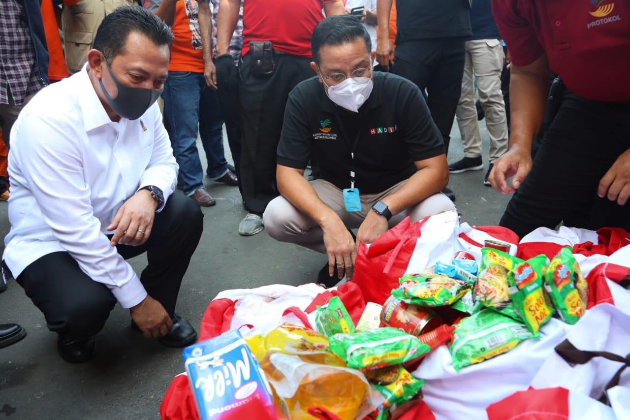 Bersama Kabareskrim, Mensos Pantau Penyaluran Sembako di Bekasi dan Jakbar