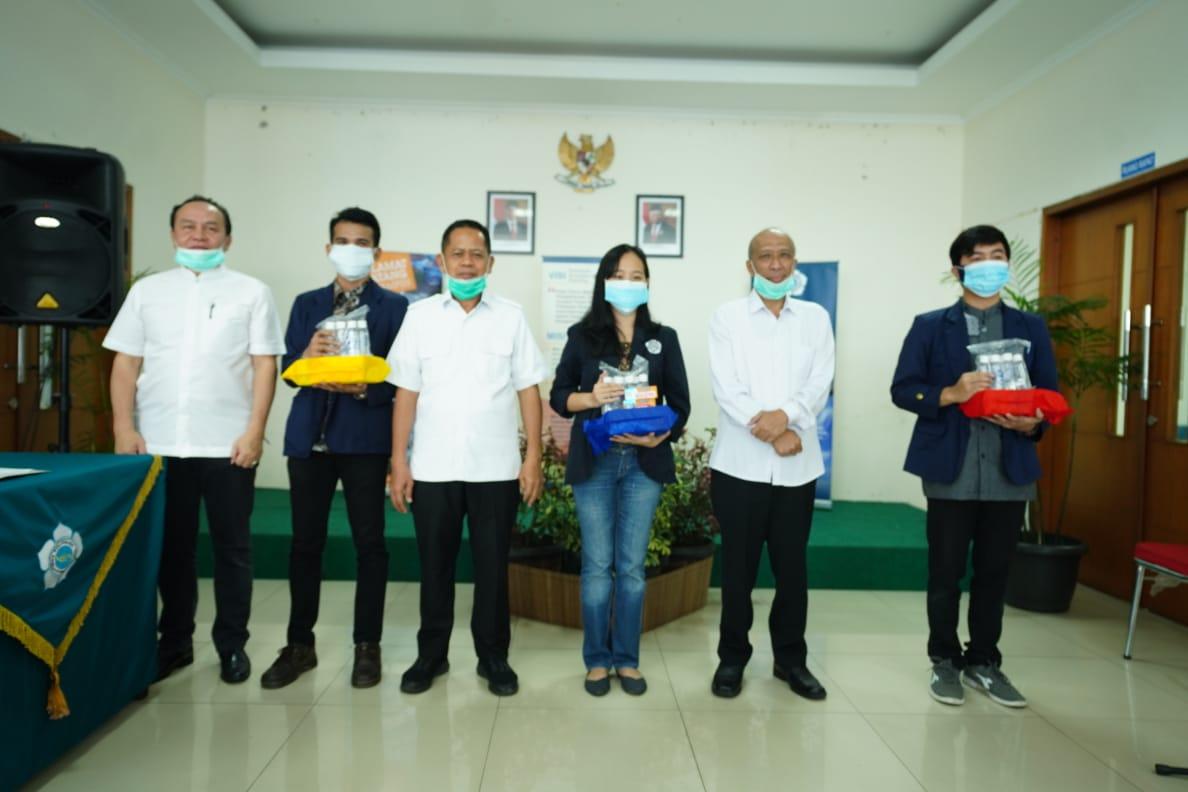 Penyerahan Bantuan APD untuk Mahasiswa Poltekesos Bandung