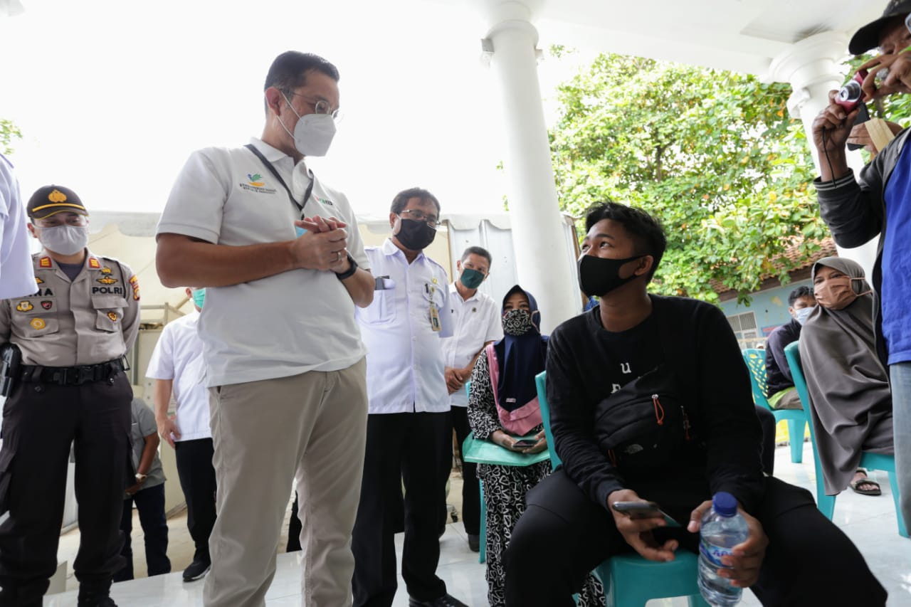 Menteri Sosial Tinjau Penyaluran BST di Bekasi